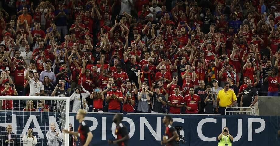 Manchester United fans cheer as the team takes the field before the start of the 2017 International Champions Cup at NRG Stadium, Thursday, July, 20, 2017. ( Karen Warren / Houston Chronicle ) Photo: Karen Warren/Houston Chronicle