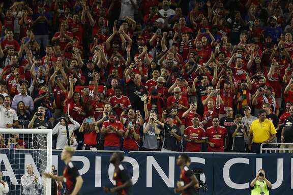 Manchester United fans cheer as the team takes the field before the start of the 2017 International Champions Cup at NRG Stadium, Thursday, July, 20, 2017. ( Karen Warren / Houston Chronicle )