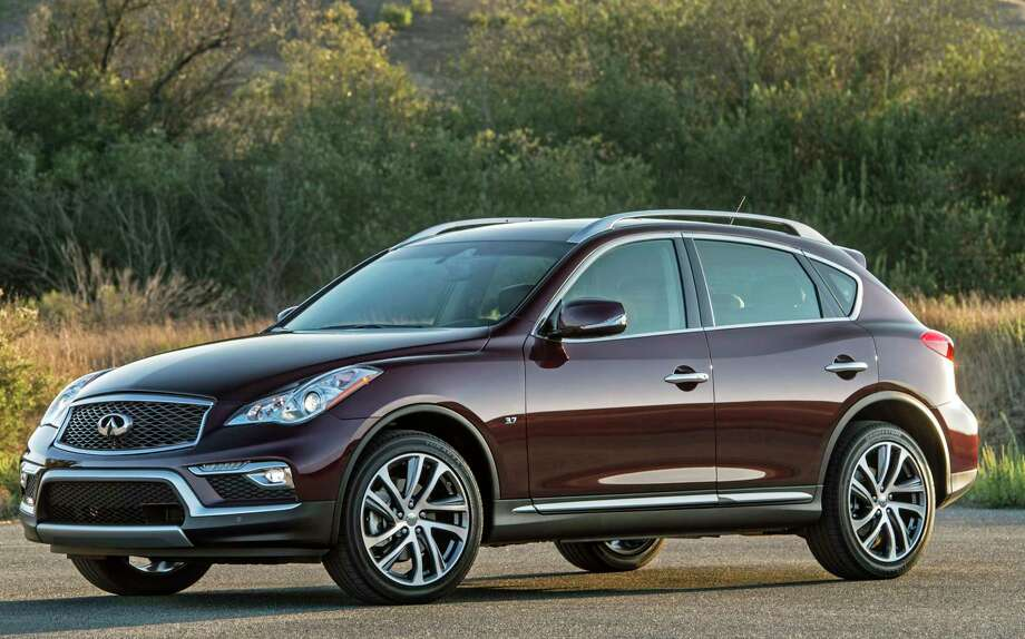 The 2017 Infiniti QX50 compact luxury crossover provides a unique combination of a stylish exterior with a luxurious interior environment and suite of advanced technology features. Photo: Infiniti / © 2015 Infiniti