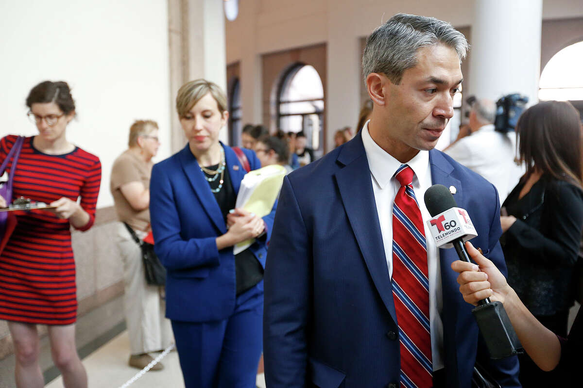 """Mayor Ron Nirenberg answers questions from the media before entering the hearing room to testify on the """"bathroom bills"""" at the Texas State Capitol Friday July 21, 2017 in Austin, Tx."""