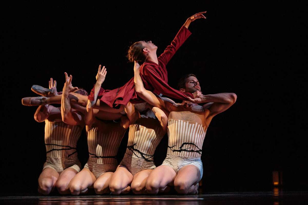 Photo entitled 4_Imagery Work: Wandering (world premiere), July 21-23, Cowell Theater, Fort Mason Center Choreographer: Amy Seiwert Dancers pictured: Shania Rasmussen, Gabriel Gaffney-Smith, Ben Needham-Wood, Jackie Nash, and Alysia Chang Photo Credit: Chris Hardy Amy Seiwert's Imagery in Wandering
