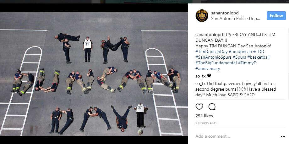 "sanantoniopd: ""IT'S FRIDAY AND...IT'S TIM DUNCAN DAY!!! Happy TIM DUNCAN Day San Antonio!  #TimDuncanDay #timduncan #TDD #SanAntonioSpurs #Spurs #basketball #TheBigFundamental #TimmyD #anniversary"" Photo: Instagram.com/sanantonio_pd"
