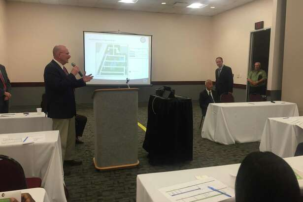 Houston Airport System presented solutions to North Hollow residents to help resolve their frustrations with the noise.