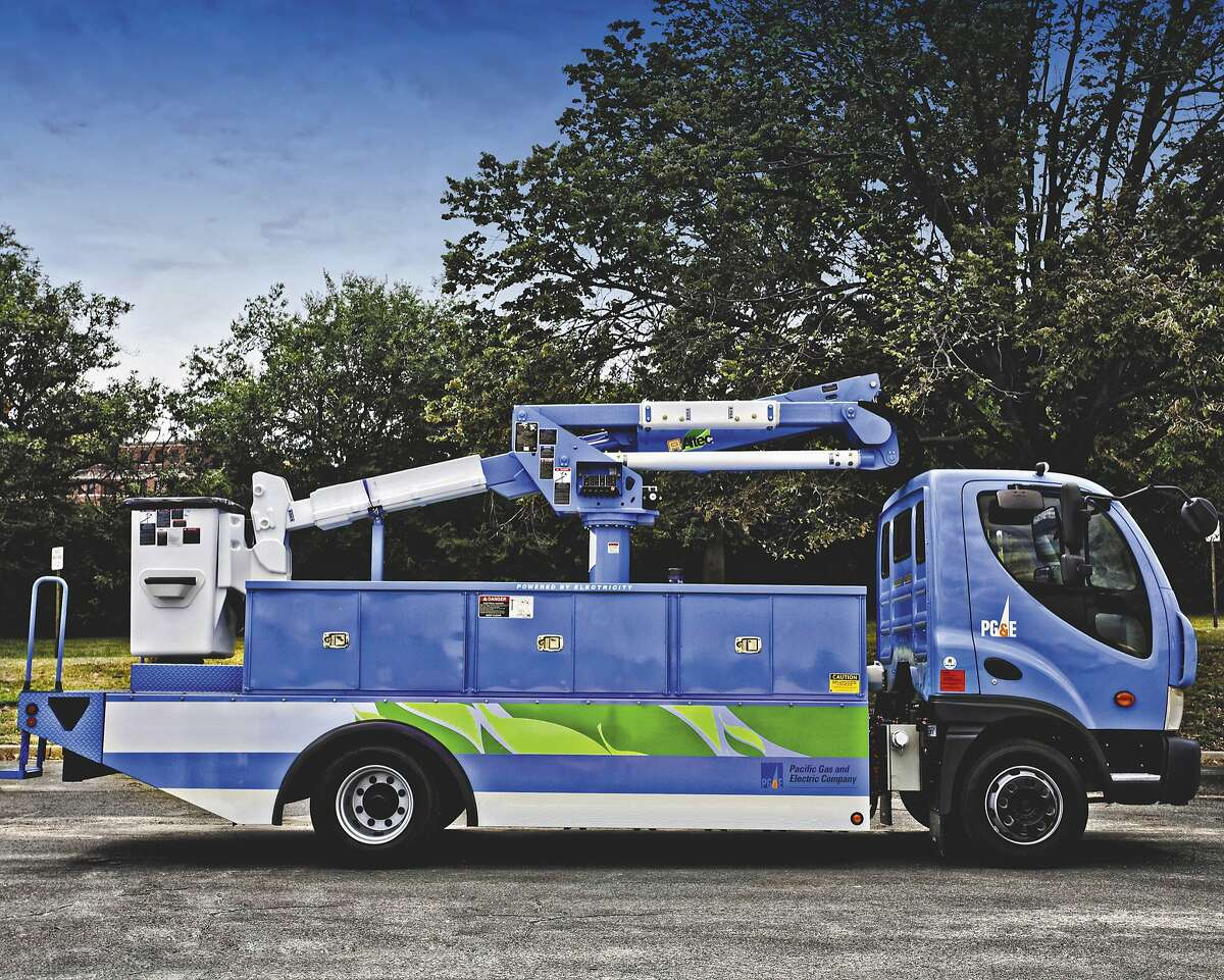 PG&E electric powered truck, built by Smith Electric Vehicles.