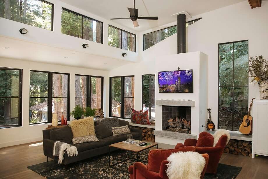 The living room of Kathleen Craven and Roark Van Dien's Mill Valley home. Photo: Mason Trinca, Special To The Chronicle