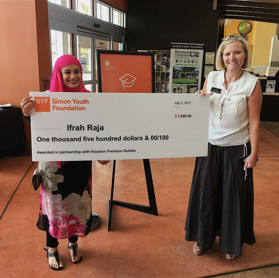 Ifra Raja, left, Klein ISD awardrecipient, receives a $1,500 scholarship check fromHeidi MacMillan, director of marketing at Houston Premium Outlets. Photo: Simon Youth Foundation
