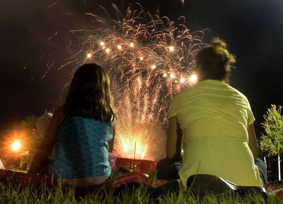 Onlookers enjoy the fireworks show immediately following the parade.  (photo by Patric Schneider) Photo: Patric Schneider / Houston Community Newspapers