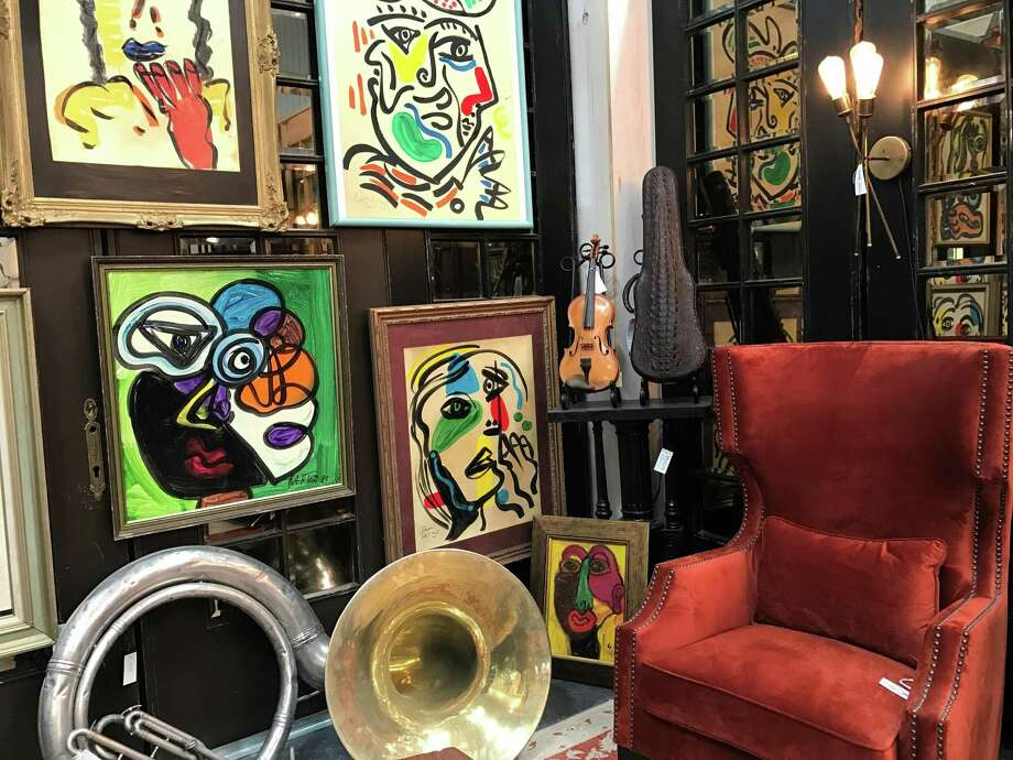 A colorful, artsy room display at Paul Michael, the Market Hill anchor store. Photo: Molly Glentzer /Houston Chronicle