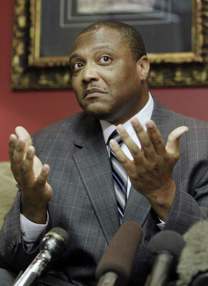Anthony Graves, speaking here at a news conference in 2010 in Houston, was convicted after testimony by a jailhouse informant. After spending 18 years behind bars for the 1992 murders of a Somerville family, he was exonerated. A recently passed bill addresses the state's use of jailhouse informants. Photo: Pat Sullivan /AP / AP