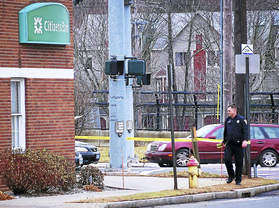 (Wes Duplantier/ New Haven Register) New Haven police were investigating Wednesday after a man allegeldy robbed Citizens Bank, 430 Forbes Avenue. The man allegeldy passed the teller a note demanding money and fled toward East Haven. Photo: Digital First Media