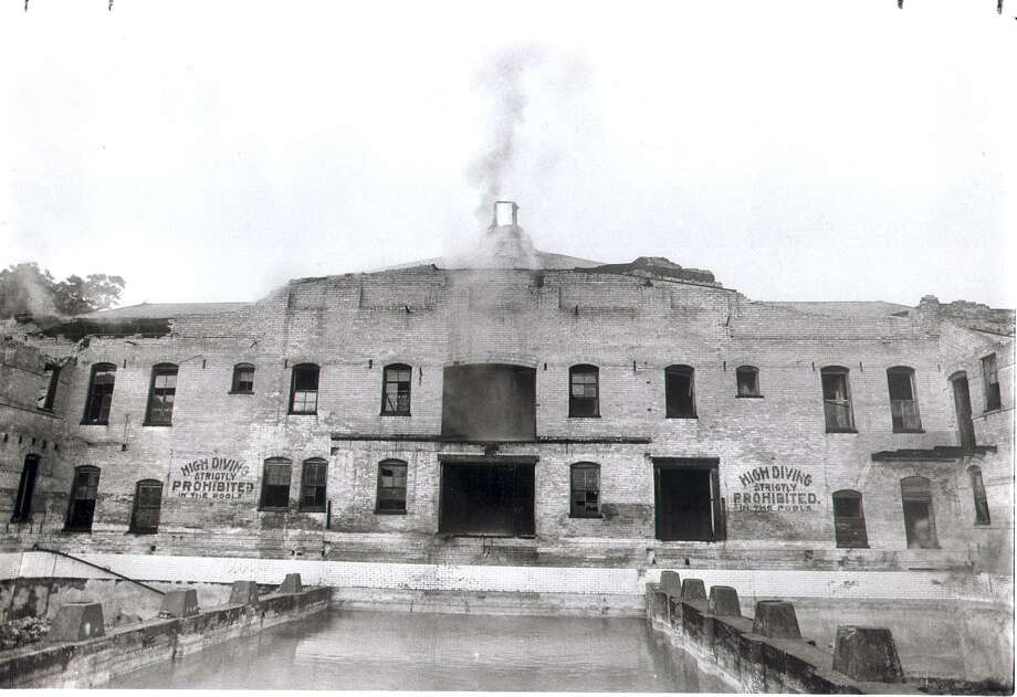 Smoke billows from the roof of the Hot Wells Hotel in 1988, one of several incidents when fire damaged the building. Photo: Express-News File Photo / SAN ANTONIO EXPRESS-NEWS