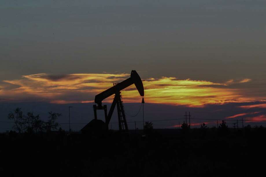 An oil rig at sunset in Midland, Texas Tuesday, June 27, 2017, in Midland. Photo: Steve Gonzales, Houston Chronicle / © 2017 Houston Chronicle