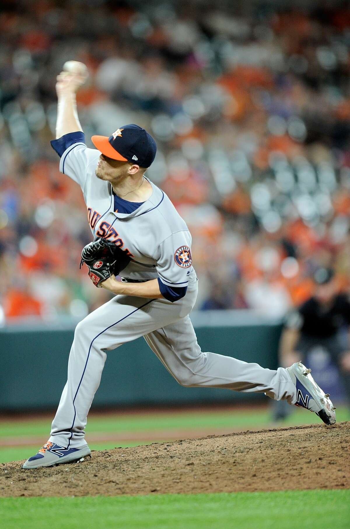 BALTIMORE, MD - JULY 21: Ken Giles #53 of the Houston Astros pitches in the ninth inning against the Baltimore Orioles at Oriole Park at Camden Yards on July 21, 2017 in Baltimore, Maryland. Houston won the game 8-7. (Photo by Greg Fiume/Getty Images)