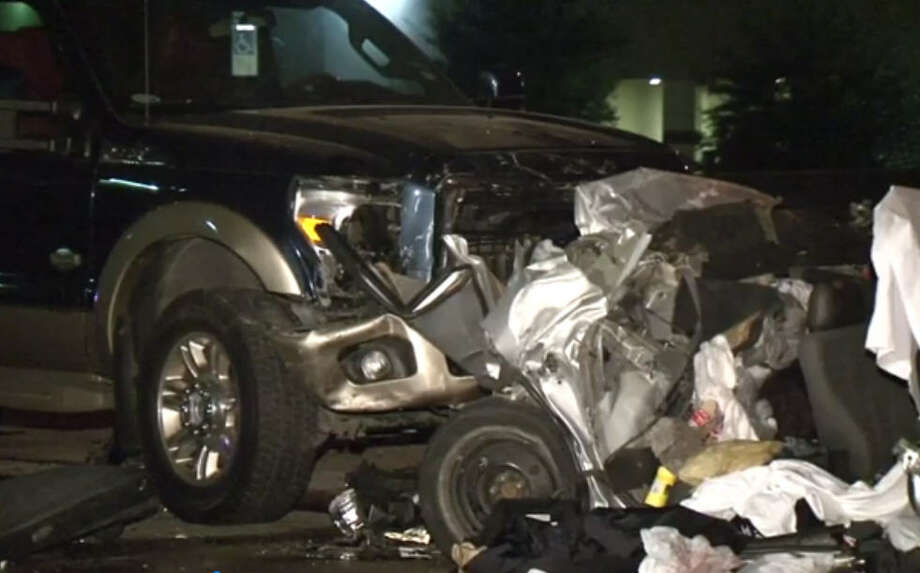 Police investigated a triple-fatality car wreck in Houston. Photo: MetroVideo