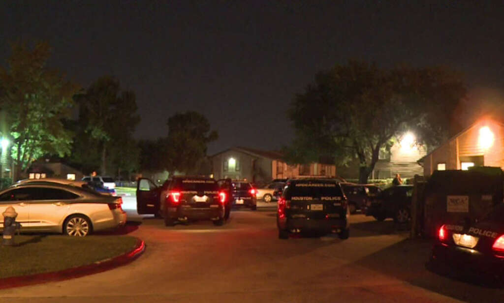 Carjacking victim found shot in parking lot - Houston Chronicle