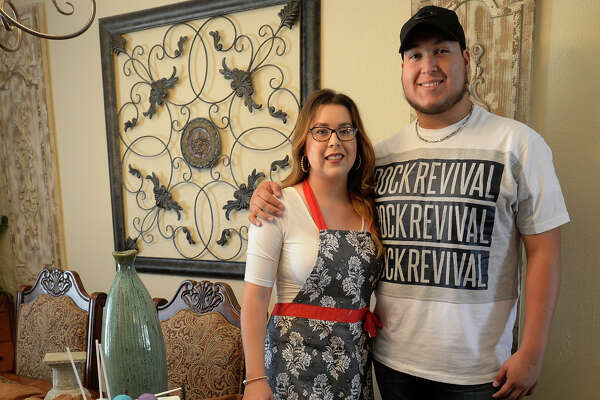 Siblings Jaime A. Spencer and Sandra Meza produces handmade signs, art and baked goods from a home-based business July 22, 2017. James Durbin/Reporter-Telegram