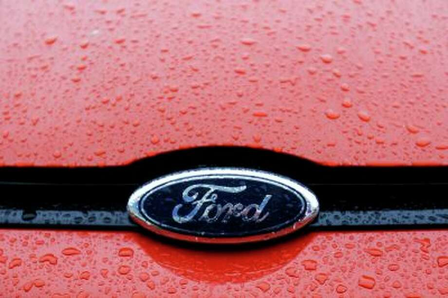 The Ford logo is seen on a vehicle at Ford car plant in Craiova, 230km (143 miles) west of Bucharest, October 29, 2012. Europe's new car market shrank a further 10.2 percent in February, according to figures from the Association of European Car Manufacturers on March 19, 2013. Ford, General Motors and Fiat were the worst performers, as European car registrations fell to 829,359 vehicles after hitting a 17-year low in January. REUTERS/Bogdan Cristel/Files (ROMANIA - Tags: TRANSPORT BUSINESS LOGO) - RTR3F772 Photo: REUTERS / X00337