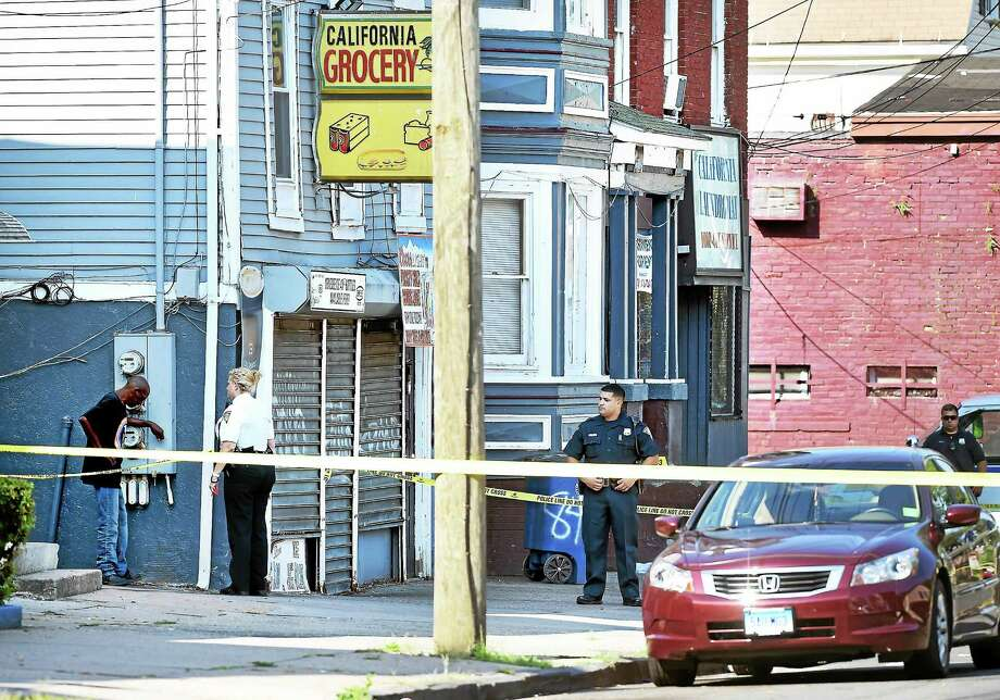 New Haven Police investigate a shooting at 848 Congress Ave. in New Haven Tuesday morning. Photo: Arnold Gold — New Haven Register