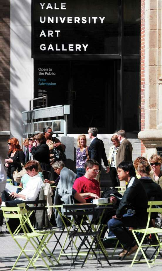 (Mara Lavitt — New Haven Register)  September 24, 2013 New Haven. On a beautiful September day, the cafe tables outside the Yale Art Gallery were packed at lunchtime. Photo: Journal Register Co. / Mara Lavitt