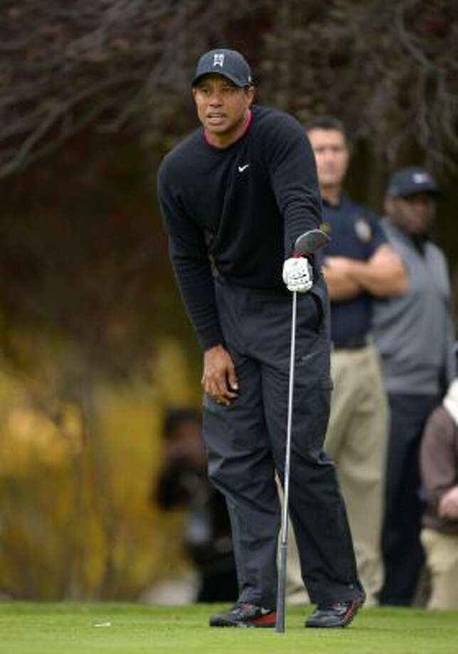 Tiger Woods tied his own tournament record with a 62 Friday at Sherwood Country Club in Thousand Oaks, Calif.