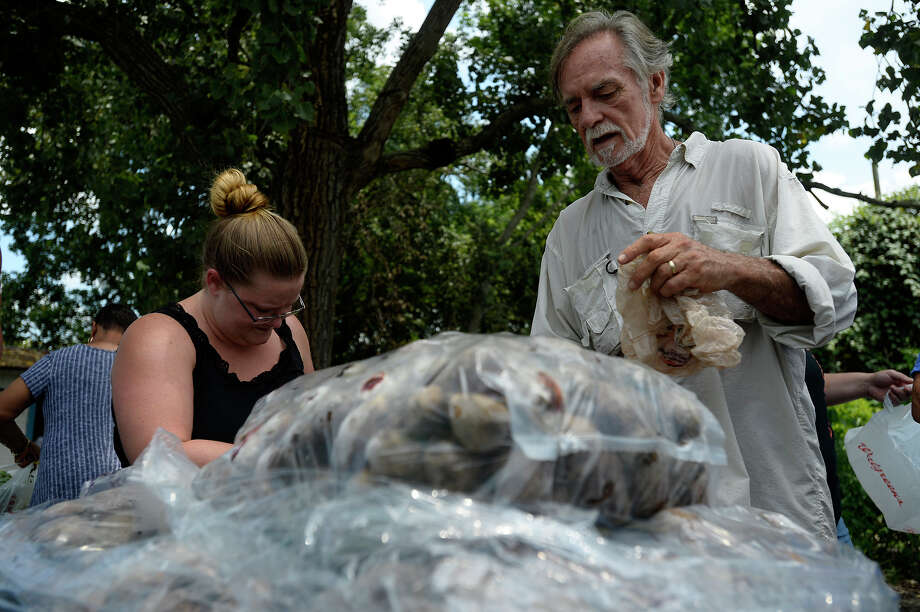 John Walker, right, sorts through bags of beets at the Hardin-Jefferson Hunger Initiative office in China on Friday. John Walker, former mayor of China, started the program to help with the area's poor.  Photo taken Friday 7/21/17 Ryan Pelham/The Enterprise Photo: Ryan Pelham / ©2017 The Beaumont Enterprise/Ryan Pelham