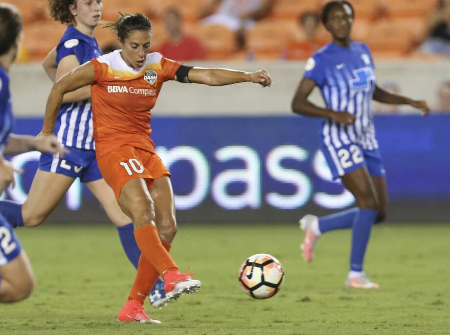 Houston Dash forward Carli Lloyd (10) takes a shot at the goal during the second half of the game at BBVA Compass Stadium Saturday, July 22, 2017, in Houston. Houston Dash defeated Boston Breakers 1-0. ( Yi-Chin Lee / Houston Chronicle ) Photo: Yi-Chin Lee/Houston Chronicle
