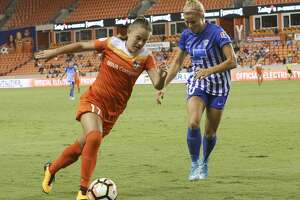 Houston Dash midfielder Andressinha (17) dribbles down the field while Boston Breakers midfielder Roise White (10) is defensing during the second half of the game at BBVA Compass Stadium Saturday, July 22, 2017, in Houston. Houston Dash defeated Boston Breakers 1-0. ( Yi-Chin Lee / Houston Chronicle )