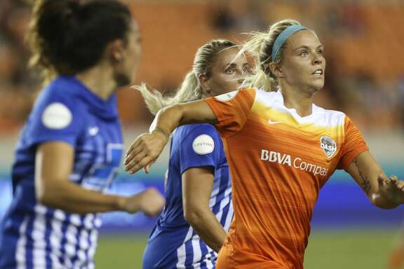 Houston Dash forward Rachel Daly (3) looks for the ball during the first half of the game at BBVA Compass Stadium Saturday, July 22, 2017, in Houston. ( Yi-Chin Lee / Houston Chronicle )