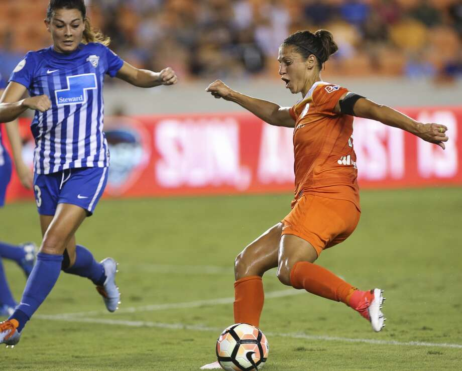 Houston Dash forward Carli Lloyd (10) makes a pass during the first half of the game at BBVA Compass Stadium Saturday, July 22, 2017, in Houston. ( Yi-Chin Lee / Houston Chronicle ) Photo: Yi-Chin Lee/Houston Chronicle