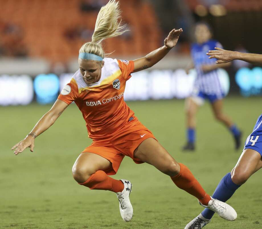 Houston Dash forward Rachel Daly (3) falls onto the ground while battling with Boston Breakers defender Megan Oyster (4) during the first half of the game at BBVA Compass Stadium Saturday, July 22, 2017, in Houston. ( Yi-Chin Lee / Houston Chronicle ) Photo: Yi-Chin Lee/Houston Chronicle