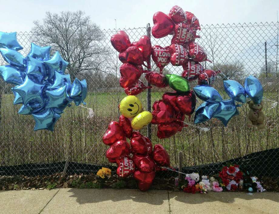 A makeshift memorial sits along a fence on April 17, 2017 near where Robert Godwin Sr., was killed in Cleveland. Police said Steve Stephens killed Godwin on Sunday and posted the video on Facebook. Photo: AP Photo — Mike Householder   / AP