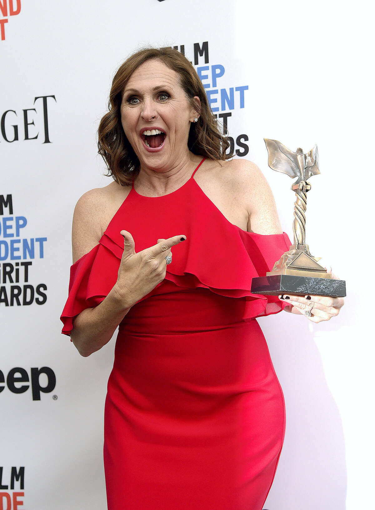 """Molly Shannon poses in the press room with the award for best supporting female for """"Other People"""" at the Film Independent Spirit Awards on Saturday, Feb. 25, 2017, in Santa Monica, Calif. (Photo by Richard Shotwell/Invision/AP)"""