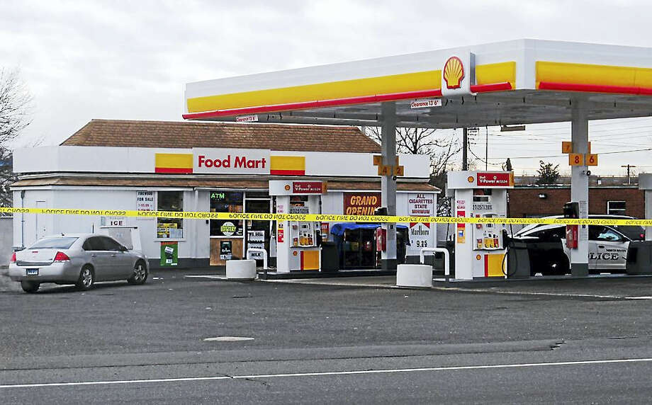 Police were investigating Tuesday morning after the second armed robbery in less than a week at the Shell station on State Street in North Haven. Photo: Wes Duplantier — The New Haven Register