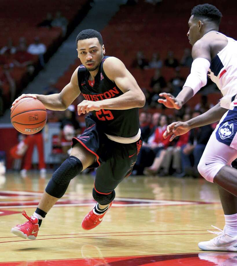 Houston guard Galen Robinson Jr. (25) drives toward the basket during the first half of an NCAA college basketball game against UConn, Wednesday in Houston. Photo: Yi-Chin Lee — Houston Chronicle Via AP   / ' 2017 Houston Chronicle