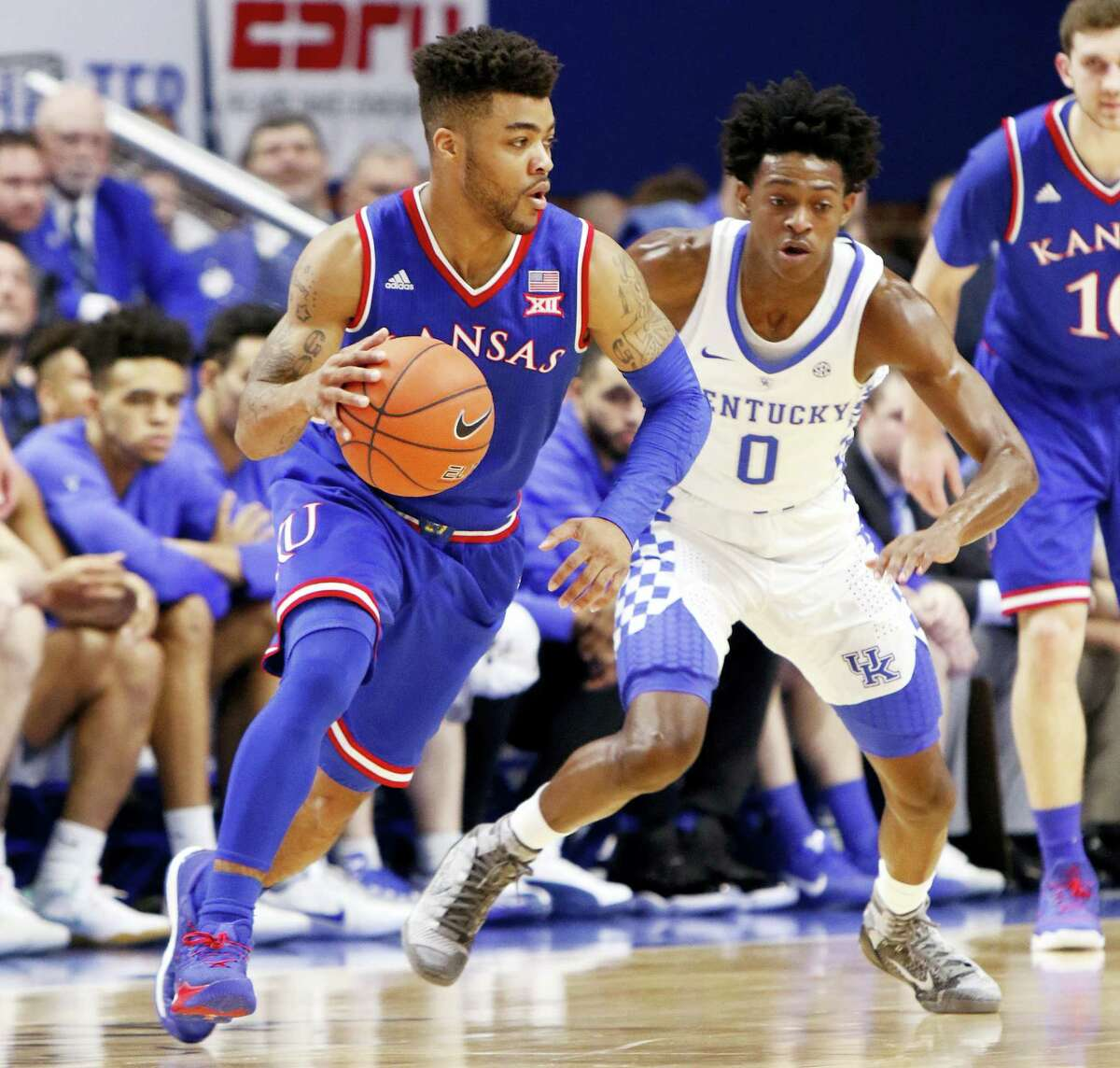 Kansas' Frank Mason III, left, looks for an opening against Kentucky's De'Aaron Fox during their game on Saturday.