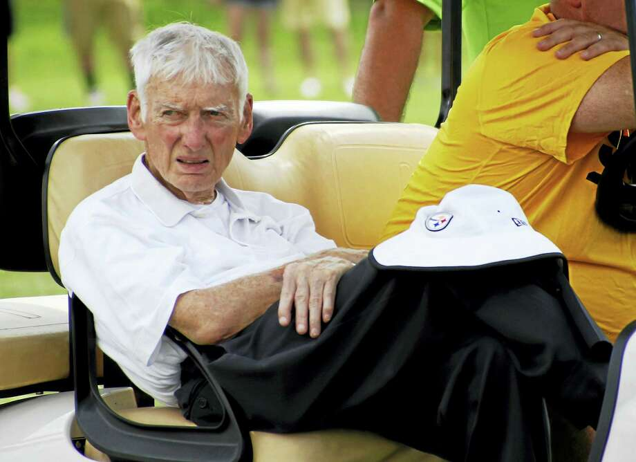 Pittsburgh Steelers chairman Dan Rooney watches from a cart during a 2015 practice. Photo: The Associated Press File Photo   / AP
