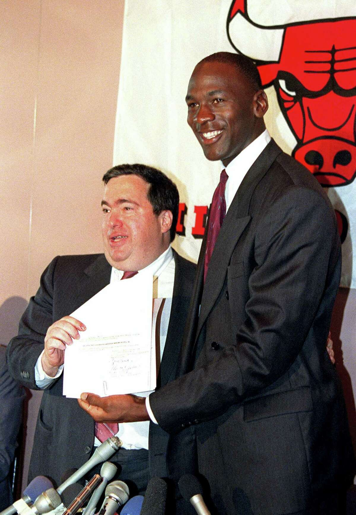 In this Sept. 21, 1988, file photo, Chicago Bulls' Michael Jordan, right, is all smiles after he signed a new contract with the NBA basketball team as general manager Jerry Krause looks on during a news conference in Chicago, Ill. Krause, the executive behind the Bulls' six NBA titles, has died, the team announced Tuesday, March 21, 2017. He was 77.