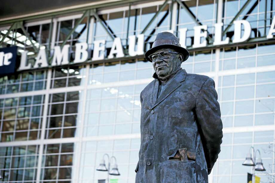 A statue of former Green Bay Packers head coach Vince Lombardi stands outside of Lambeau Field. Photo: The Associated Press File Photo   / FR155603 AP