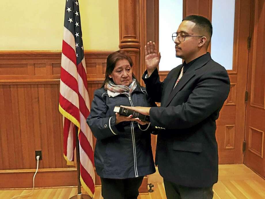 Alder Kenneth Reveiz, D-14, is sworn-in alongside his mother, Elizabeth Reveiz, during a ceremony Monday at City Hall. Photo: Esteban L. Hernandez — New Haven Register