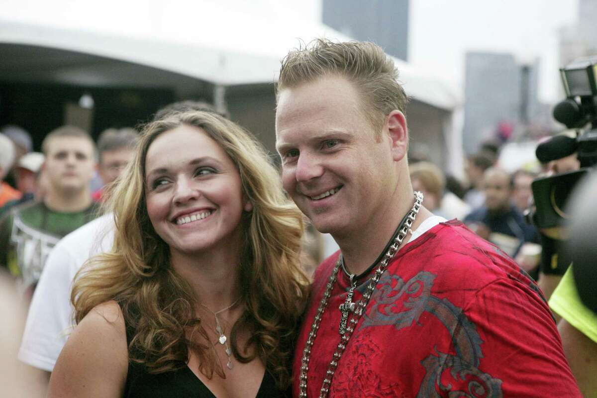 In this July 3, 2009 file photo, Nik Wallenda, right, and his wife Erendira talk with reporters after walking a 1000 foot-long high-wire, suspended 200 feet over the Allegheny River in downtown Pittsburgh. Five years after Nik Wallenda walked over Niagara Falls on a high wire, his trapeze-artist wife is planning to dangle by her teeth from a helicopter as it flies over the falls.