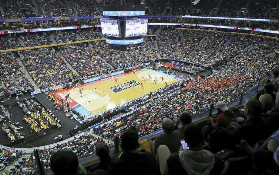 Register columnist Chip Malafronte says the opening two days of the NCAA Tournament are more enjoyable than the weekend games. Photo: The Associated Press   / FR170745 AP