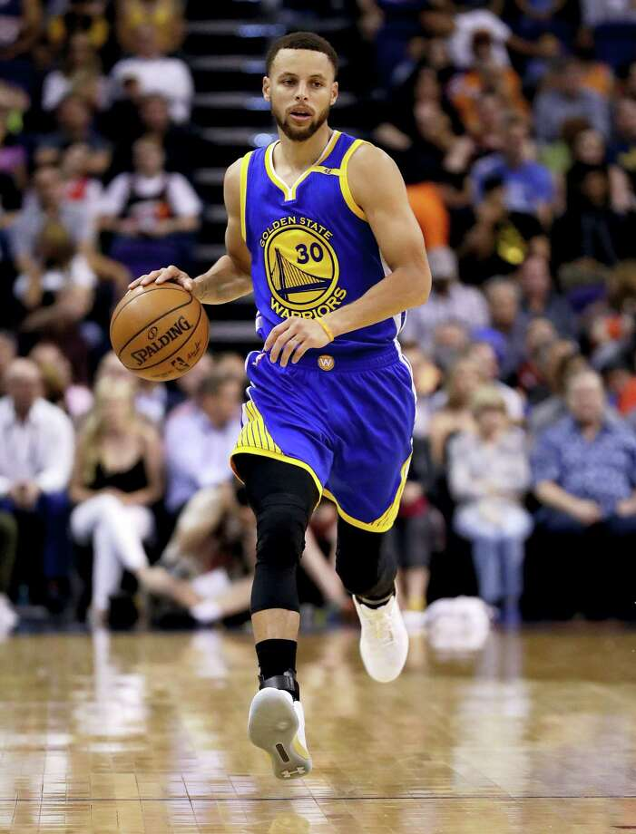 Golden State Warriors guard Stephen Curry (30) moves the ball up court against the Phoenix Suns during the first half of an NBA basketball game on April 5, 2017 in Phoenix. Photo: AP Photo — Matt York   / AP