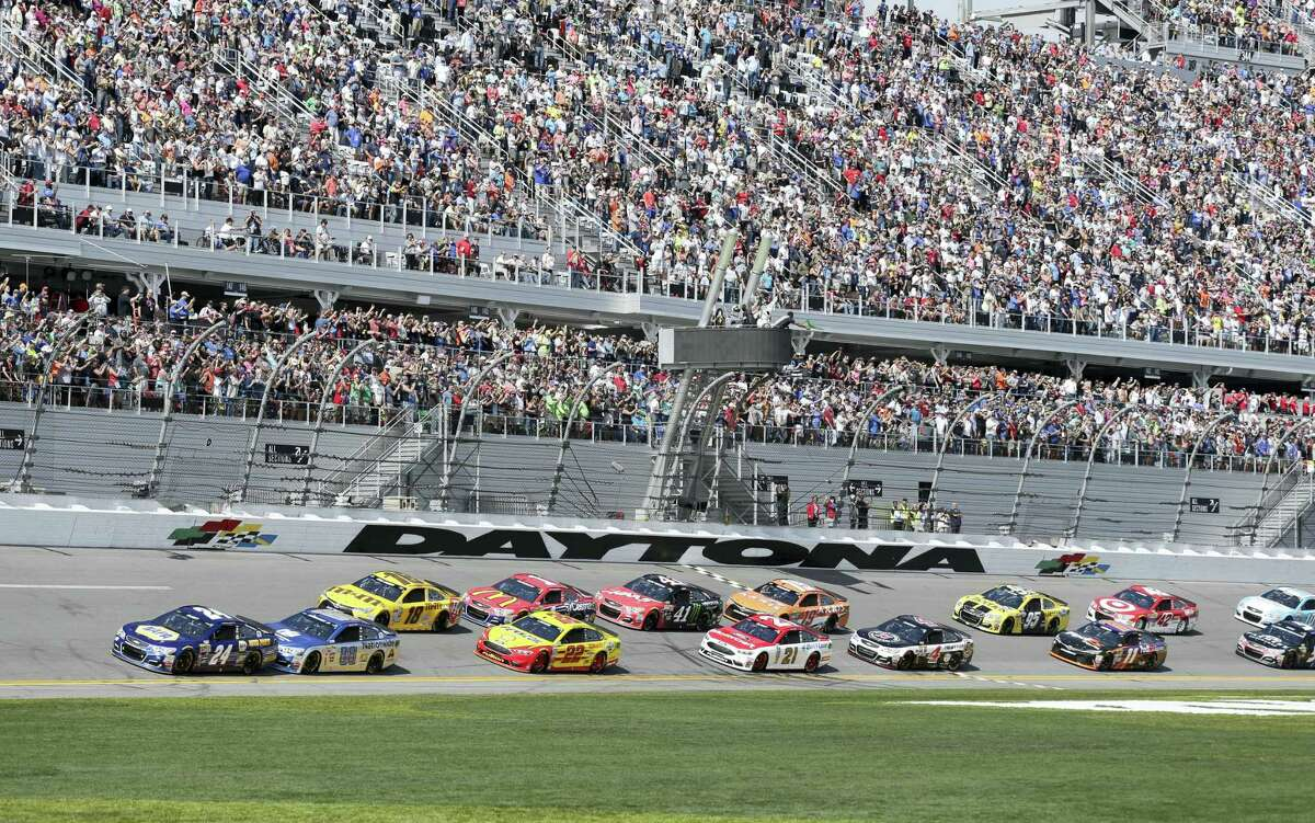 Chase Elliott (24) leads the field at the start of last year's Daytona 500.