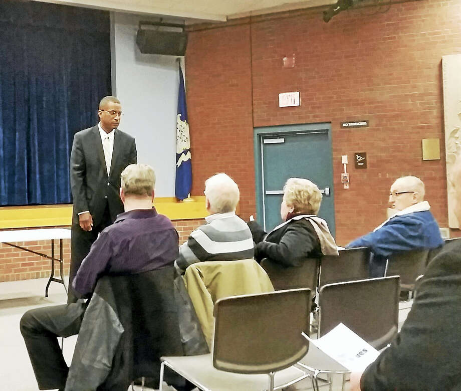 State Sen. George Logan, R-Ansonia, talks with constituents in the Thornton Wilder Auditorium at the Miller Library Complex in Hamden Thursday. Photo: Kate Ramunni — New Haven Register