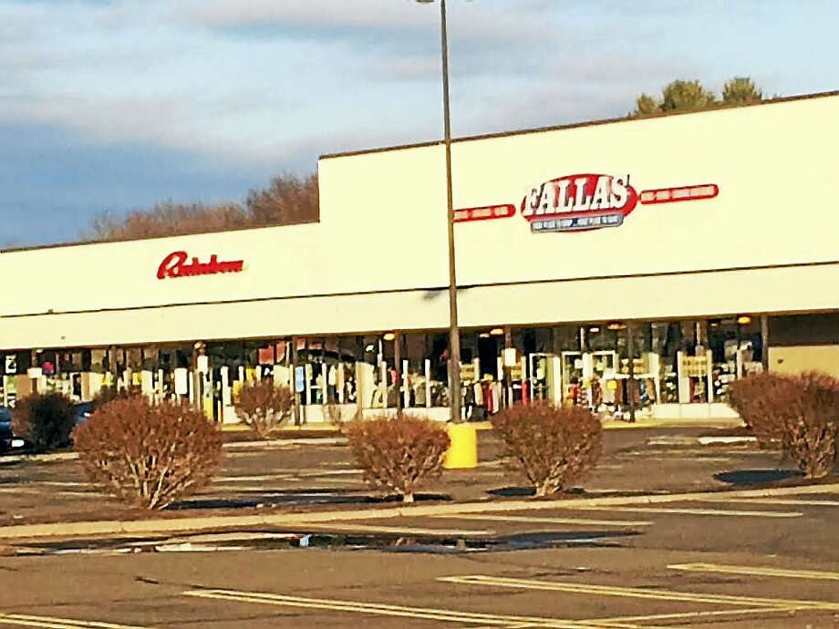 Two of the retailers already doing business in Hamden's Putnam Place are Rainbow and Fallas Discount Store, on the north side of the shopping center. Photo: Luther Turmelle — New Haven Register