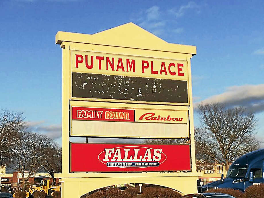 The sign for Putnam Place shopping center in Hamden. Photo: Luther Turmelle — New Haven Register