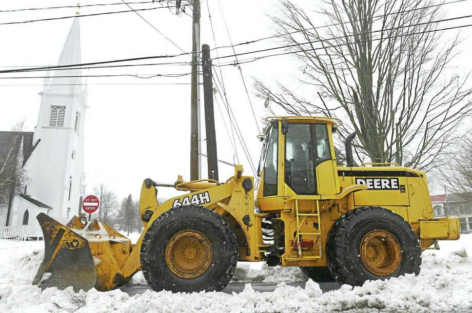 A payloader clears snow during the blizzard on Montowese Ave. next to the Branford Green in Branford  Tuesday, March 14, 2017 Photo: Peter Hvizdak - New Haven Register   / ©2017 Peter Hvizdak