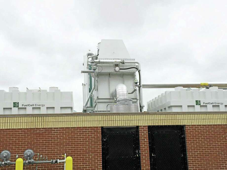 The fuel cell at Amity Regional High School in Woodbridge. Photo: LUTHER TURMELLE — NEW HAVEN REGISTER
