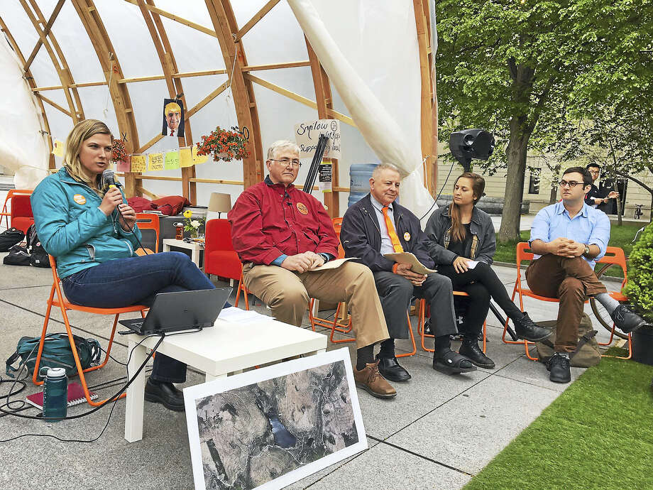 From left, Elizabeth Wyman, Wayne Montgomery and Richard Samson addressed Yale students on the university's leasing of land to enable construction of a high voltage transmission line in New Hampshire. Photo: Mary O'Leary — New Haven Register
