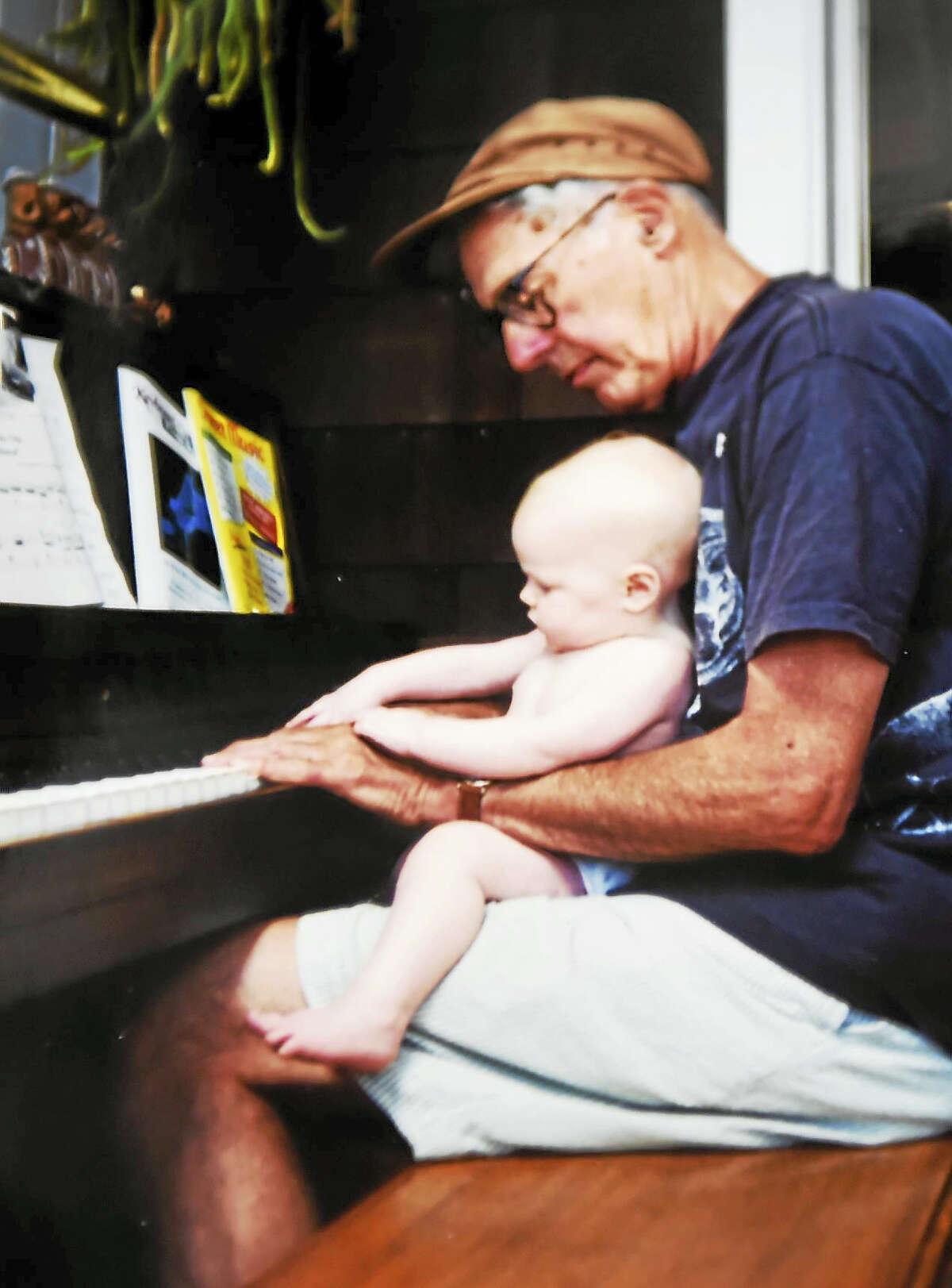 Walter Kaylin at his home in Old Lyme about 20 years ago with his granddaughter, Charlotte Beach. You could say she studied on the knees of the master. (Contributed photo by Jennifer Kaylin).